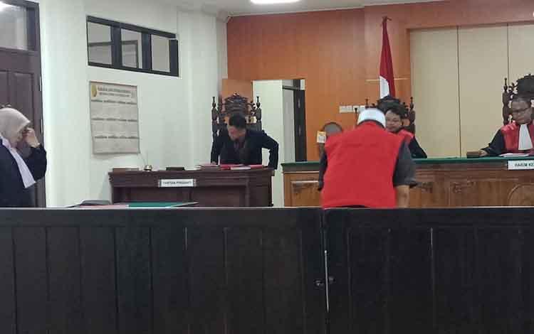 KWA, terdakwa sabu saat sidang, di Pengadilan Negeri Sampit, Kamis, 19 September 20
