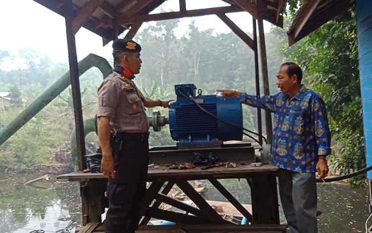 PDAM Puruk Cahu saat melakukan perakitan di Dirung Undai, Kamis, 19 September 2019. PDAM memastikan poma jalur itu mampu melayani pelanggan selama musim kemarau.