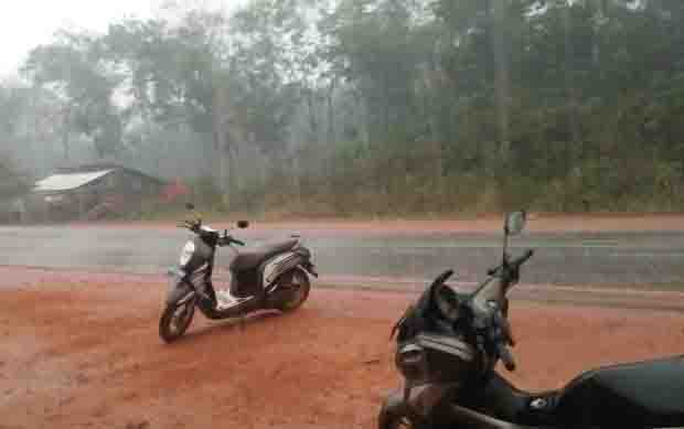 Hujan deras yang mengguyur wilayah Cempaga, belum lama tadi. Hujan deras juga mengguyur di Kecamatan Parenggean.