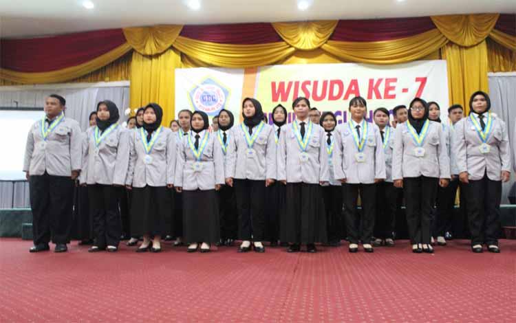 Mahasiswa Genius English Colleg Pangkalan Bun, Kabupaten Kotawaringin Barat diwisuda, Jumat 20 September 2019