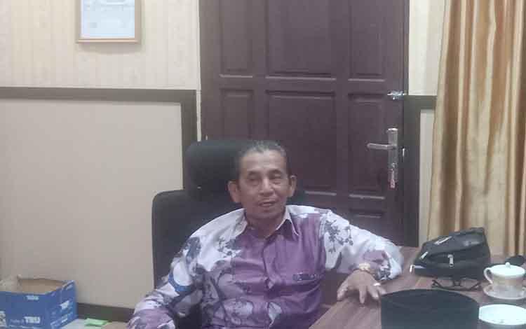 Anggota DPRD Kotim, H Ramli mengakui musim kemarau seperti saat ini persoalan paling berat masyarakat Kecamatan Pulau Hanaut,kesulitan cari air bersih.