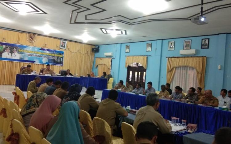 Pemerintah Kabupaten Sukamara menggelar rapat Tim Koordinasi Penanggulangan Kemiskinan (TKPK)di aula kantor Bappeda, Selasa, 24 September 2019.