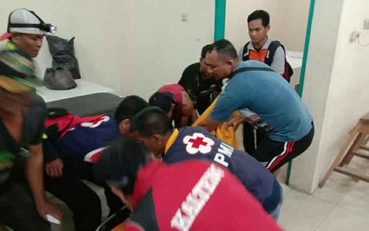 Jenazah korban meninggal duni di Sungai Mentaya saat hendak di visum di kamar jenazah RSUD Dr Murjani Sampit. Korban dinyatakan meninggal murni akibat tenggelam, Selasa, 24 September 2019.