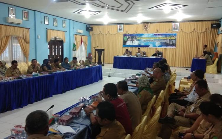Rapat Tim Koordinasi Penanggulangan Kemiskinan (TKPK) Kabupaten Sukamara, Selasa, 24 September 2019. TKPK diharapkan dapat meningkatkan komitmen untuk percepatan penanggulangan kemiskinan.