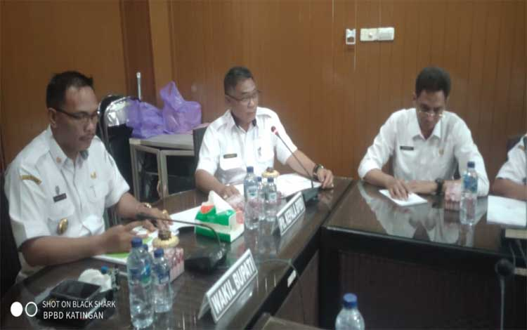 Wakil Bupati Katingan, Sunardi Litang memimpin rapat ekspos laporan penyusunan peta rawan bencana