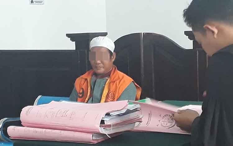 Residivis 9 kali dalam kasus pencurian, Sab, dituntut kurungan 2 tahun penjara, di Pengadilan Negeri Pangkalan Bun, Rabu, 25 September 2019.