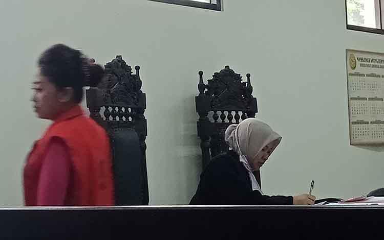 Nor Hasanah alias Nur terdakwa narkotika jenis sabu usai jalani sidang di Pengadilan Negeri Sampit.