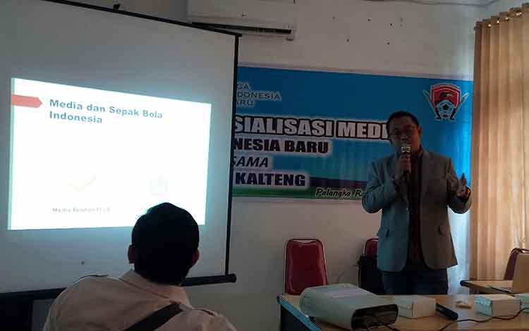 Direktur Media and Public Relations PT Liga Indonesia Baru, Hanif Marjuni, menyarankan insan pers agar bisa menempatkan Kalteng Putra menjadi suatu target headlinf atau berita utama dalam sebuah pemberitaan.