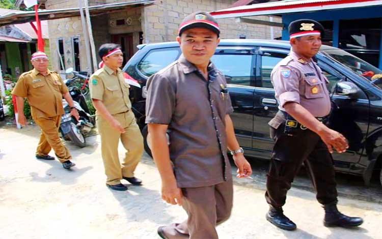 Ketua DPRD Pulang Pisau, Ahmad Rifai saat melakukan peninjauan. Pihak dewan meminta informasi pembangunan diperluas agar masyarakat bisa mudah mengakses kegiatan yang dilaksanakan pemerintah