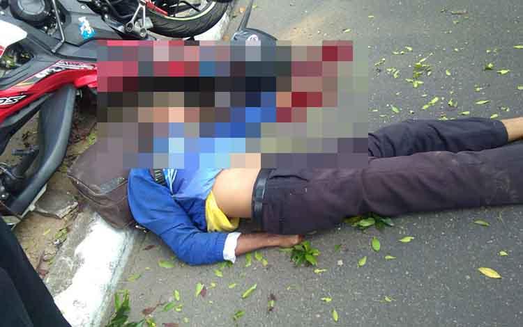 ASN di Seruyan berlumuran darah saat mengalami kecelakaan tunggal di Jalan Ahmad Yani, depan Rujab Wakil Bupati Seruyan, Kuala Pembuang, Kamis, 26 September 2019.
