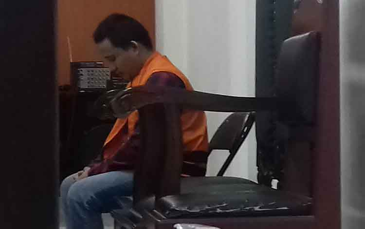 Ig terdakwa kasus penggelapan motor di Pengadilan Negeri Sampit, Kamis, 26 September 2019. Aksinya membawa kabur motor korban dipergoki tetangganya.