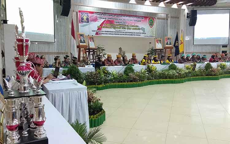 Gubernur Kalimantan Tengah Sugianto Sabran berharap lomba keluarga sadar hukum yang digagas Kementerian Hukum dan HAM (Kemenkumham) Kalteng, Kamis, 26 September 2019, dapat menciptakan masyarakat cerdas hukum.