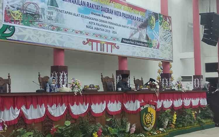 Beta Syailendra diberi mandat untuk menjadi Ketua Komisi B DPRD Kota Palangka Raya, di ruang paripurna, Kamis, 26 September 2019.