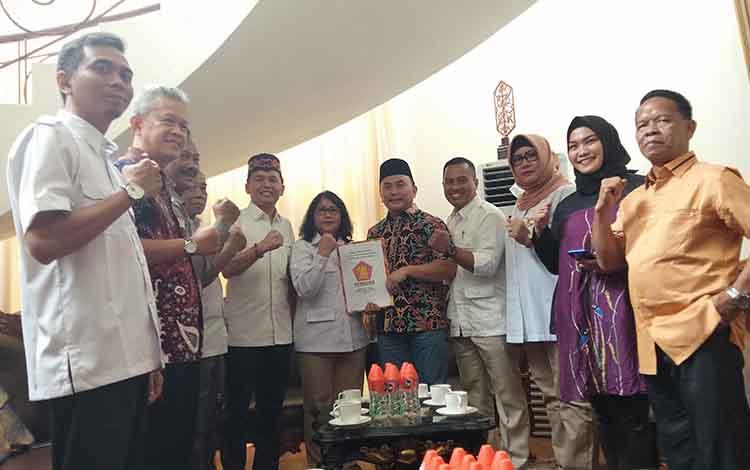 Setelah mendaftarkan diri ke PDIP dan Partai Nasdem,Sugianto Sabran juga merapat ke Partai Gerindra untuk maju sebagai bakal calon gubernur Kalteng di pilkada 2020.
