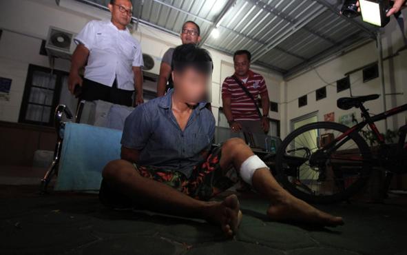 Tersangka NK, 33, bisa dibilang spesialis pembobol apotek. Pasalnya, dari pengakuan warga Gang Sari 45, Jalan dr Murjani, ini, dia sudah menyatroni 6 apotek di Kota Palangka Raya.
