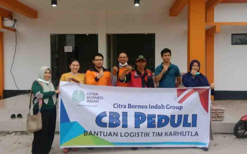 Petugas karhutla menerima bantuan dari perwakilan CBI Group. Petugas pun mengucapkan terima kasih atas dukungan itu.