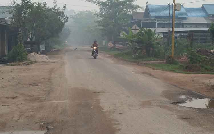 Kabut asap pekat masih selimuti wilayah Sampit meski kemaren hujan, Sabtu 28 September 2019
