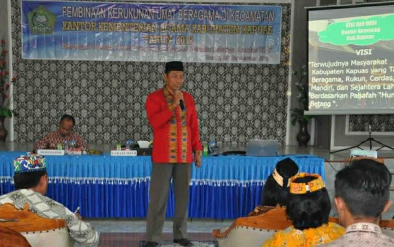 Kassubag TU Kemenag Kapuas Hamidhan sebut penyuluh dan ormas agama di tingkat jadi pondasi kerukunan umat beragama.