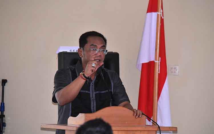 Ketua DPRD Kota Palangka Raya, Sigit K Yunianto. Saat ini kepadatan kendaraan di Palangka Raya harus menjadi perhatian bersama, karena sudah mulai banyak kendaraan bermotor