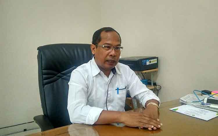 Kadinkes Provinsi Kalteng, Suyuti Syamsul saat diwawancarai terkait penderita ISPA terbanyak di Palangka Raya.
