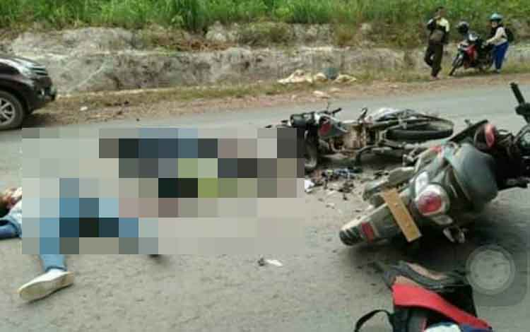 Sejumlah korban kecelakaan di Jalan Poros Desa Karang Runggal - Desa Karang Sari. Seorang pengendara yang terlibat tewas saat dirawat di rumah sakit. Korban seorang pelajar