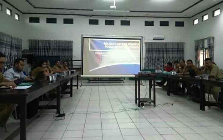 Suasana FGD Roadmap Pengembangan rantai bisnis karet di Kabupaten Gunung Mas, yang diselenggarakan di aula BP3D setempat, Senin, 30 September 2019.