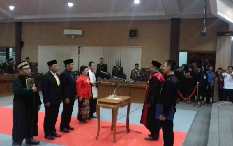 Pelantikan unsur pimpinan DPRD Kotim, Selasa, 1 Oktober 2019.