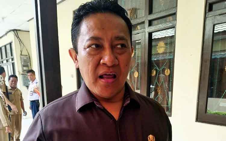 Bupati Pulang Pisau, H Edy Pratowo meminta PT Naga Bhuana Aneka Piranti bisa standarkan harga kayu sengon pasaran, Selasa, 1 Oktober 2019.