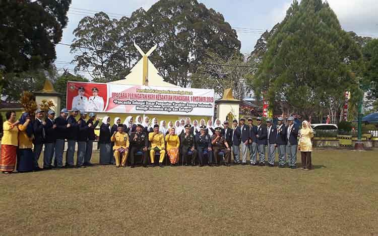 Bupati Kobar foto bersama usai, gelar upacara Peringatan Hari Kesaktian Pancasila di Halaman Kantor Bupati Kobar, Selasa, 1 Oktober, 2019.