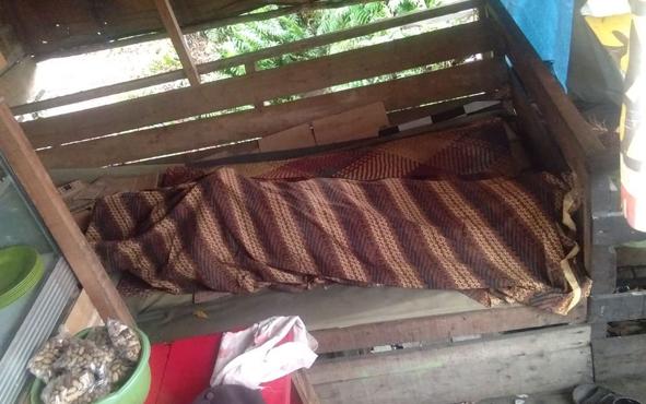 Warga Banjarmasin, Kalimantan Selatan, bernama Hasbulah, ditemukan tewas tergeletak di samping truk
