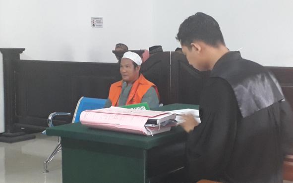 Terdakwa kasus pencurian,Sab, yang merupakan residivis 9 kali, hanya pasrah saat divonis 2 tahun penjara oleh majelis hakim Pengadilan Negeri Pangkalan Bun dalam sidang yang berlangsung, Rabu, 2 Oktober 2019.
