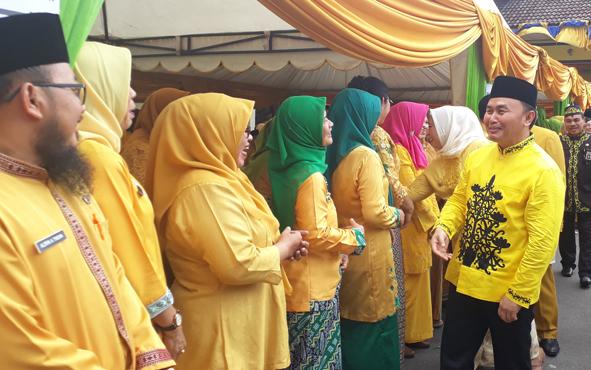 Gubernur Kalimantan Tengah Sugianto Sabran seusai menjadi isnpektur upacara hari jadi ke - 60 Kabupaten Kobar, Kamis, 3 Oktober 2019. Gubernur berpesan agar setiap daerah menghidupkan gerakan pramuka.