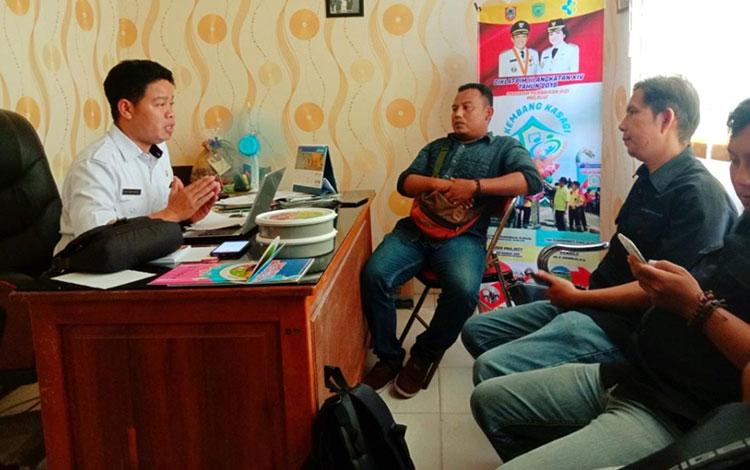 Kabid Kesmas Dinkes Pulang Pisau, Maruf Kurkhi menjelaskan bahwa dalam pencegahan stunting pihaknya memberikan obat penambah darah.
