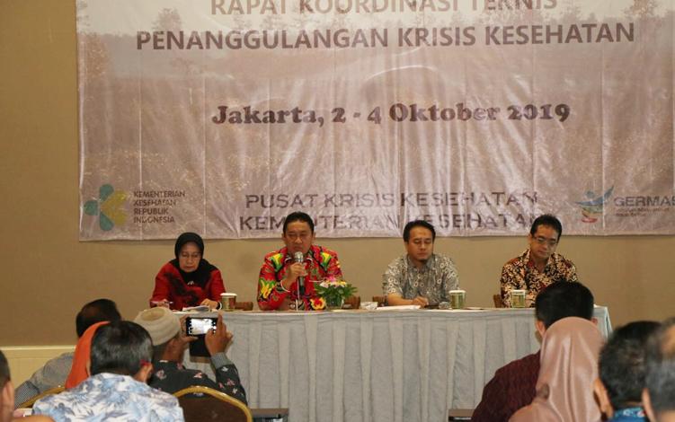 Bupati Pulang Pisau Edy Pratowo memberikan paparan mengenai penanggulangan kesehatan akibat kebakaran hutan dan lahan atau karhutla, saat menghadiri koordinasi penanggulangan krisis kesehatan akibat karhutla yang digelar Kementerian Kesehatan di Jakarta.