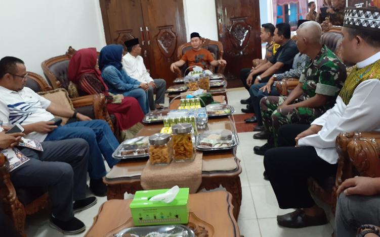 Dalam kunjungan kerjanya ke Kabupaten Sukamara, Jumat, 4 Oktober 2019, Gubernur Kalimantan Tengah Sugianto Sabran membahas beberapa hal terkait pembangunan.