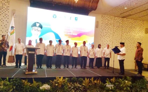 Kepala Dinas Komunikasi dan Informatika atau Kadiskominfo Kalteng Herson B Aden (tiga kanan berbaris), dipercaya menduduki jabatan wakil ketua I, Dewan Pengurus Asosiasi Dinas Kominfo Provinsi Seluruh Indonesia atau Askompsi masa bakti 2019-2021.
