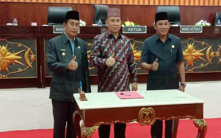 Wakil Ketua DPRD Murung Raya Rahmanto Muhidin (kanan). DPRD Murung Raya memberikan solusi agar perencanaan lebih baik dianggarkan pada APBD perubahan ke depannya, sehingga pada awal tahun sudah bisa terserap fisiknya