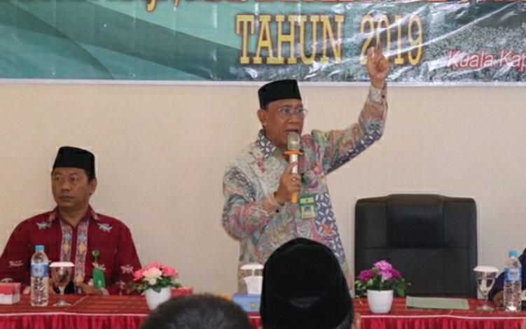 Kepala Kemenag Kapuas Ahmad Bahruni mengatakan akan terus berikan edukasi terkait penyelenggaraan ibadah haji minimalisir hambatan yang bisa saja terjadi.
