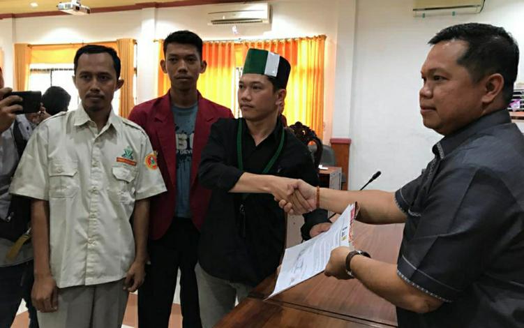 Aliansi Pemuda Bersatu Kapuas,Senin, 7 Oktober 2019, mendatangi DPRD Kabupaten Kapuas untuk menyampaikan sejumlah aspirasi berkaitan dengan isu nasional.
