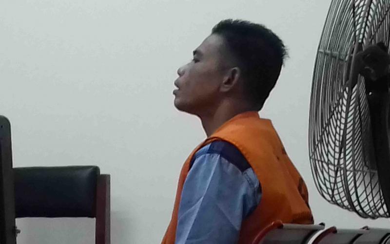 Karyawan PT Sari Bumi, Rudol Bawahasi, terdakwa penganiayaan yang tega menusuk rekannya, saat disidang di Pengadilan Negeri Sampit, Senin, 7 Oktober 2019.