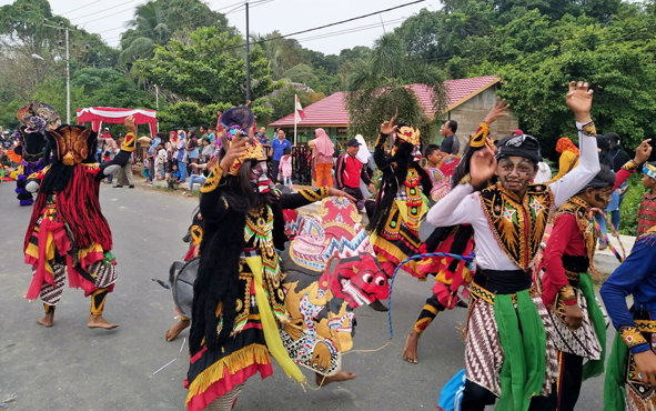 Bupati Pulang Pisau Edy Pratowo meminta kesenian daerah terus dilestarikan. Mengingat kesenian merupakan salah satu kekayaan dan ciri khas suatu daerah.