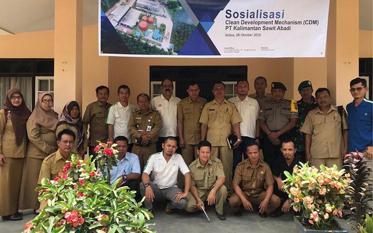 PT Kalimantan Sawit Abadi (KSA) menggelar sosialisasi Clean Devolopment Mechanism (CDM). Acara ini bertujuan menyampaikan kepada para stakeholder terkait penggunaan teknologi biogas sebagai energi ramah lingkungan.