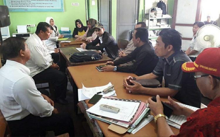 Anggota DPRD Kapuas melakukan reses perdana ke Kantor Kelurahan Selat Hulu, Rabu 9 Oktober 2019