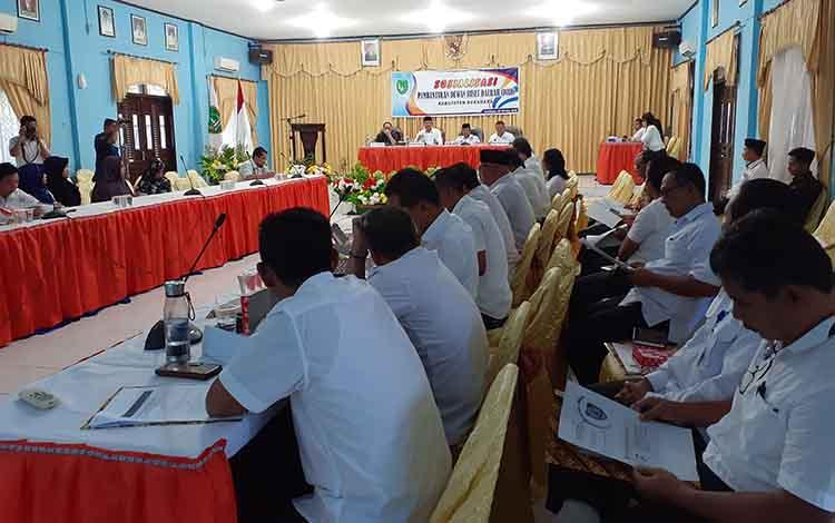 Bupati Sukamara Windu Subagio mengatakan, sinergi dan koordinasi antara pemerintah kabupaten dan akademis perlu dilakukan, terutama dalam penyusunan rencana pembangunan.