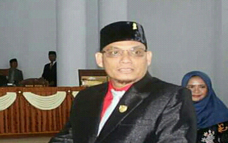 Anggota DPRD Seruyan Hadinur. Politisi PDIP ini mendorong Pemkab meningkatkan penataan sejumlah fasilitas umum di dalam kota Kuala Pembuang