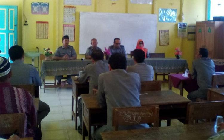KKG-MI Kapuas gelar sosialisasi peningkatan kualitas guru di MIN 4 Kapuas, Tamban Catur, Rabu, 9 Oktober 2019