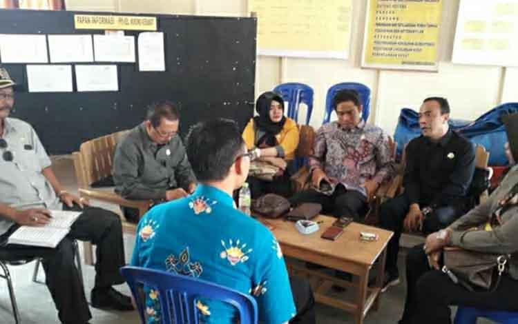 Anggota DPRD Kapuas dari Dapil 1 reses di Kelurahan Murung Keramat untuk serap aspirasi masyarakat Kecamatan Selat, Kamis 10 Oktober 2019