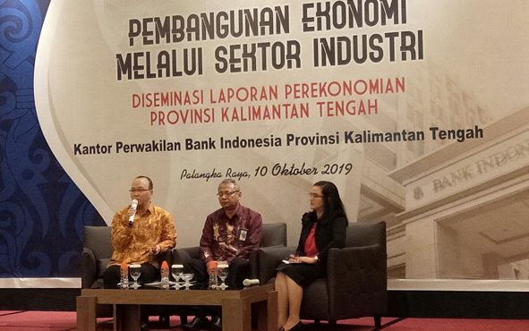 Deputi Kepala Perwakilan Kantor Perwakilan Bank Indonesia atau KPWBI Provinsi Kalteng, Setian, menyampaikan 3 alternatif untuk pemerintah Provinsi Kalteng dalam meningkatkan pertumbuhan ekonomjke depan/