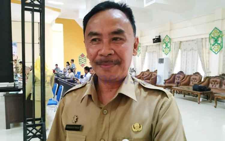 Plt Kepala DP3AP2KB Kabupaten Pulang Pisau, Eknamensi Tawun. Tahun ini Pulang Pisau meraih predikat Madya Kabupaten Layak Anak tingkat provinsi