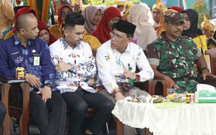 Kepala Kantor Kemenag Kabupaten Kapuas Ahmad Bahruni (dua kanan) berharap Festival Habsyi MAN Kapuas Bersholawat rutin digelar setiap tahun. Sehingga bisa melestarikan dan menggali potensi seni budaya Islam.